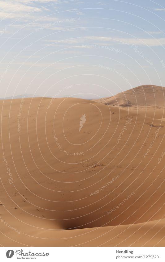 Sahara Loch Wärme Abenteuer trocken heiß Wüste Wasser Sand Düne Marokko Afrika Farbfoto mehrfarbig Außenaufnahme Menschenleer Tag Licht Schatten