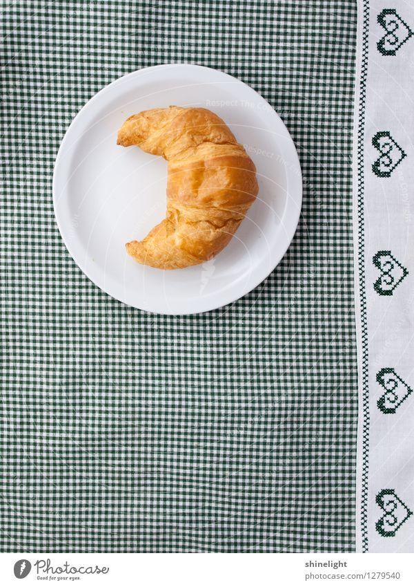 croissant love Lebensmittel Croissant Ernährung Frühstück Tischwäsche Geschirr Teller grün weiß Appetit & Hunger genießen Frühstückstisch Mahlzeit herzförmig
