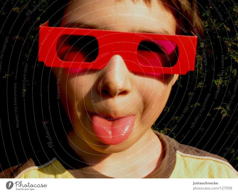 Das Bild vom Bild im Bild Junge Kind Porträt Brille Sonnenbrille rosa rot Fröhlichkeit Freude Coolness frech Plakat Poster Grimasse Identität rausstrecken