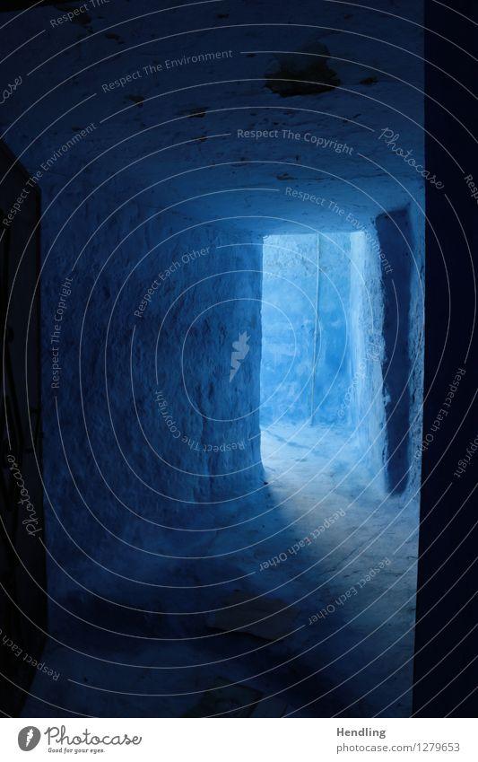 Blauer Eingang Mauer Wand skurril Marokko Afrika Chechaouen Licht blau Farbe mystisch Loch Wege & Pfade ungewiss absurd geheimnisvoll Farbfoto mehrfarbig