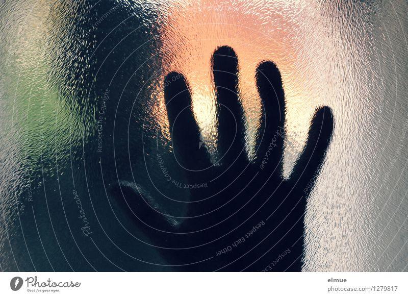 Touchscreen Hand 1 Mensch touchscreen Lücke Kommunizieren bedrohlich dunkel Gefühle Macht Erschöpfung gefährlich Verzweiflung Misstrauen gereizt Feindseligkeit