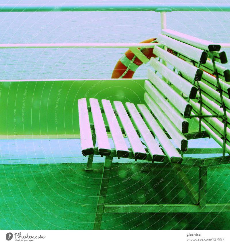 Auf Deck Regen Wasser Himmel grün blau rot Ferien & Urlaub & Reisen Einsamkeit kalt grau Traurigkeit See Eis Wasserfahrzeug Deutschland Wetter