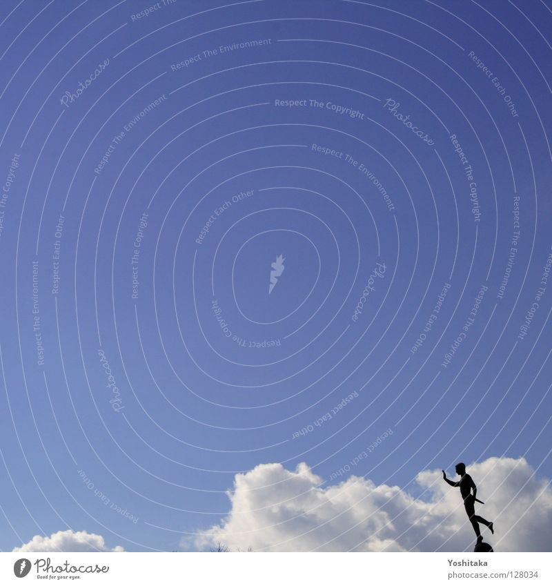 Himmelswächter Mann Statue Wolken ruhig Einsamkeit Zufriedenheit Macht Mensch Starre Wetter blau Silhouette Freiheit Luftverkehr fliegen Alleingang Wege & Pfade