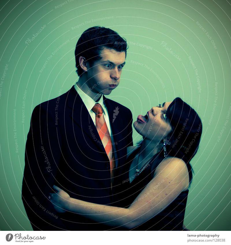 Vornehm geht die Welt zu Grunde Porträt Abschlussball Anzug Hemd Krawatte schick Ballkleid Kleid Schmuck verrückt Aktion Unsinn Mann Frau Jugendliche dumm