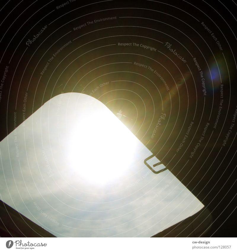 EIN LICHTBLICK Himmel alt blau Sonne Sommer Einsamkeit schwarz dunkel Fenster Landschaft Holz Wärme Gebäude hell Beleuchtung offen