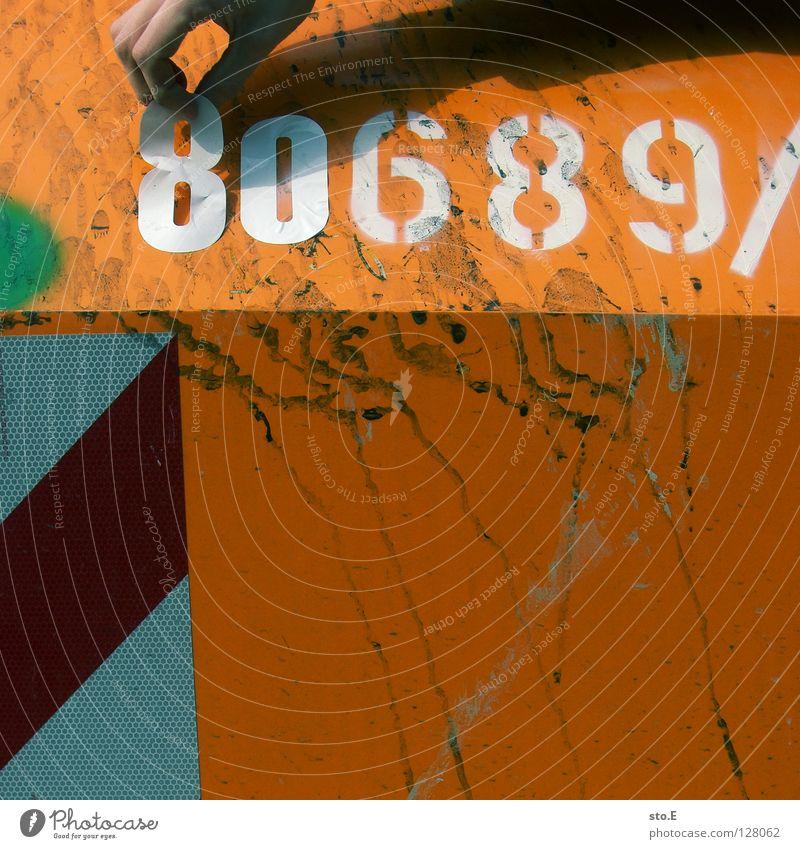manipulation Natur Hand Farbe orange dreckig Verkehr Finger Wandel & Veränderung Industrie Sicherheit Ziffern & Zahlen Schutz Punkt Quadrat Fleck Container