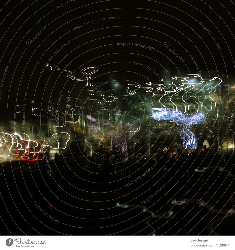 TREMOR IN DER RECHTEN HAND Leidenschaft Engagement Geschwindigkeit blau-rot Prozess mehrfarbig Nacht dunkel Verzögerung Verlauf Elektrizität abstrakt