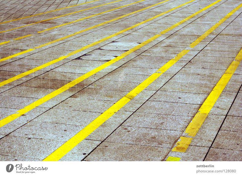 Stufen Schilder & Markierungen Perspektive Treppe Platz Streifen Club Verkehrswege Warnhinweis Treppenabsatz Fächer Fluchtpunkt Neue Mitte