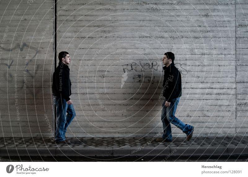 Kollision vorprogrammiert ?! Mensch sprechen Wand laufen Kommunizieren Kontakt sozial Abhängigkeit Kollision