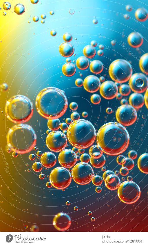 colour your life #12 Wasser Schwimmen & Baden außergewöhnlich Flüssigkeit blau gelb rot Kreativität Schweben rund Blase frisch Hintergrundbild Farbfoto