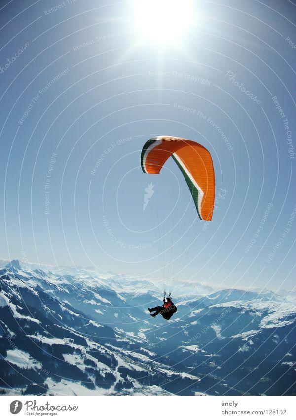 HöhenSonnenFlug blau Freude Winter Ferne Sport Schnee Spielen Berge u. Gebirge Freiheit fliegen Aussicht Alpen Österreich Schweben Gleitschirmfliegen