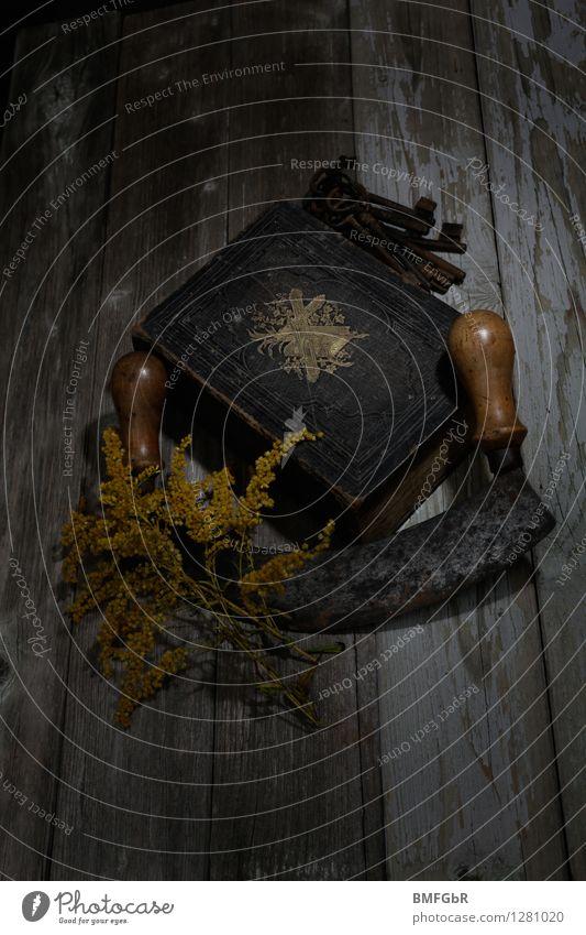 Im Dunkeln Halloween Schlüssel bedrohlich dreckig dunkel gruselig schwarz Glaube Angst Entsetzen Todesangst gefährlich Verzweiflung Unglaube Aggression bizarr