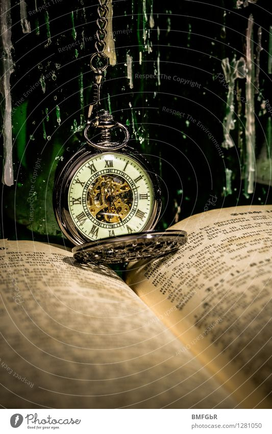 Taschenuhr in vintage Design Uhr Halloween Bildung Wissenschaften Erwachsenenbildung Kapitalwirtschaft Buch lesen Souvenir Sammlerstück Taschenuhrdeckel Bibel