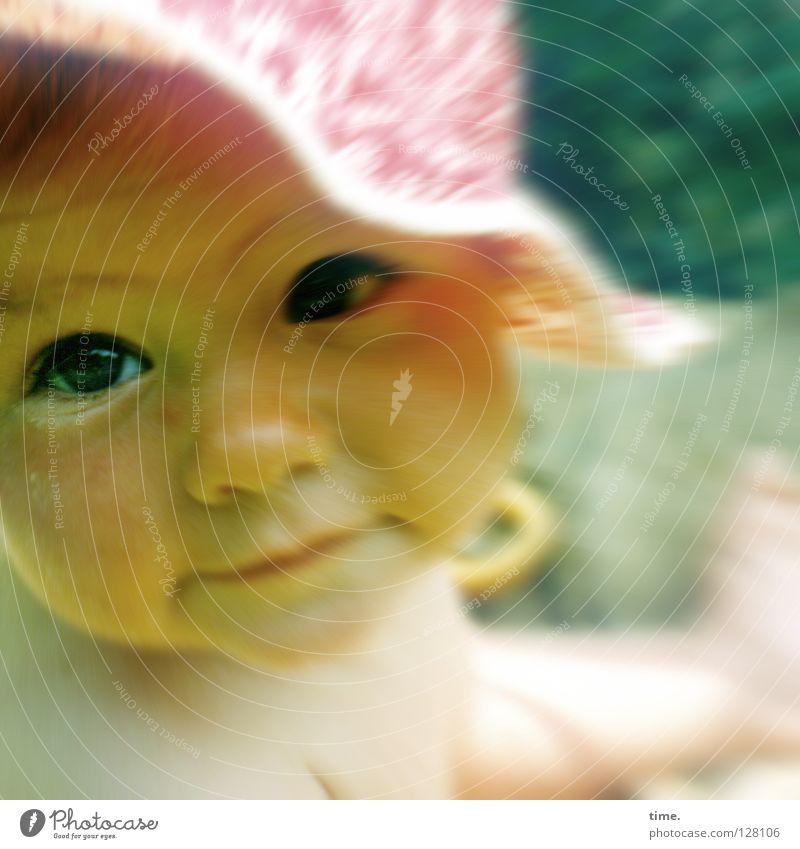* Kind Kleinkind Mütze Hut Kopfbedeckung Sommer erstaunt Schatten staunen Baby Kommunizieren Vertrauen Sonne Auge Blick sitzen Schutz Kontakt offen