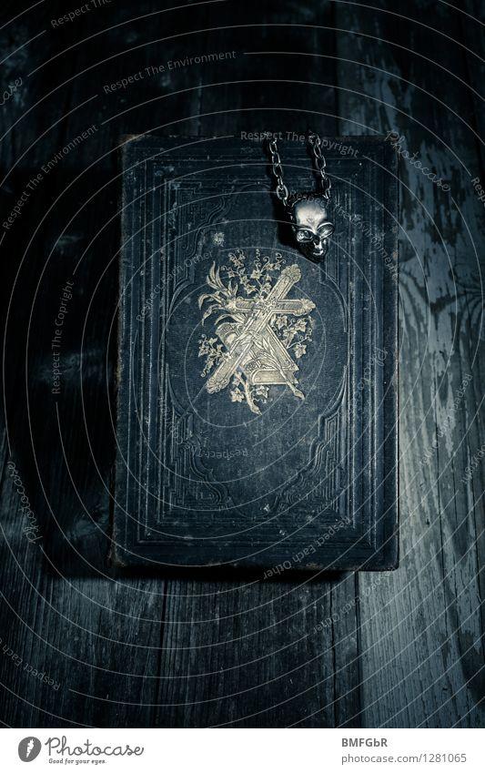 Dunkle Mächte dunkel Tod Angst Kraft gefährlich bedrohlich retro Zeichen Symbole & Metaphern Todesangst Glaube gruselig exotisch Kreuz Verzweiflung