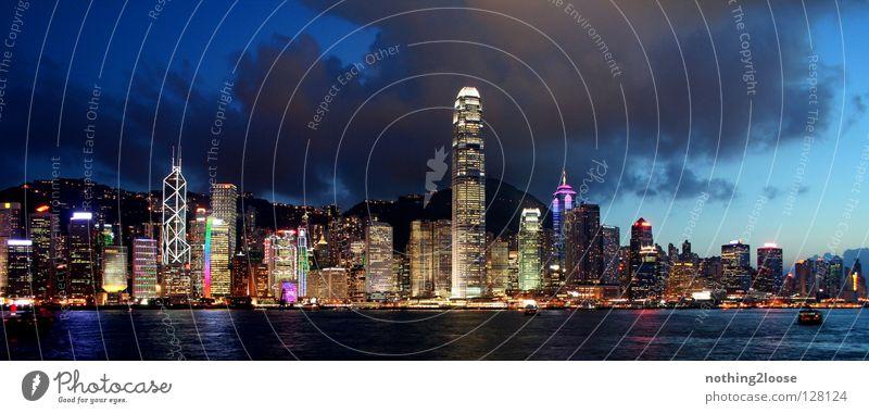 Skyline Hongkong China Nacht Hochhaus Asien Küste Licht Laser Tourist Sehenswürdigkeit Chinese Meer Stadt Stadtzentrum Dämmerung Sonnenuntergang Gebäude