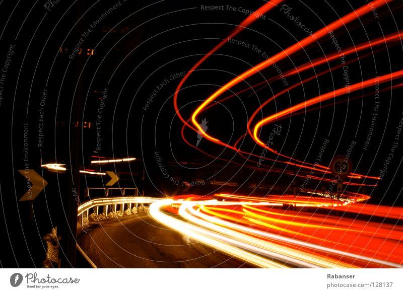 Busfahrt ins Tal 60 Lampe Kunst Straße Fahrzeug PKW Schilder & Markierungen Streifen dunkel rot schwarz weiß elegant Ende Erwartung Hoffnung Inspiration