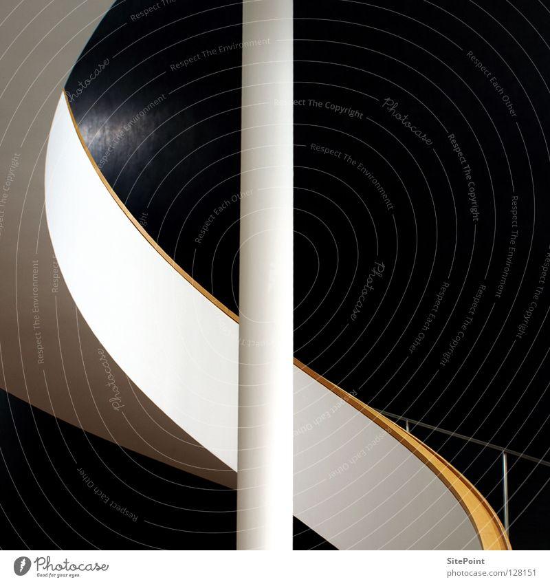 Detail Treppe weiß schwarz geschwungen Geometrie rund Quadrat Architektur Detailaufnahme Geländer black white