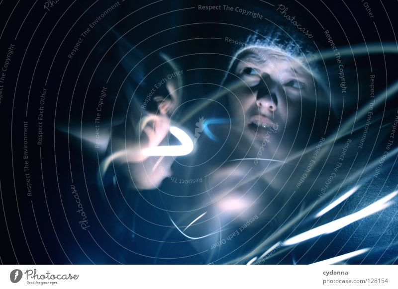 Geisterstunde II Ereignisse entdecken Licht Frau Mädchen stehen Gedanke Langzeitbelichtung Nacht Zeit gruselig Gefühle wahrnehmen außergewöhnlich paranormal