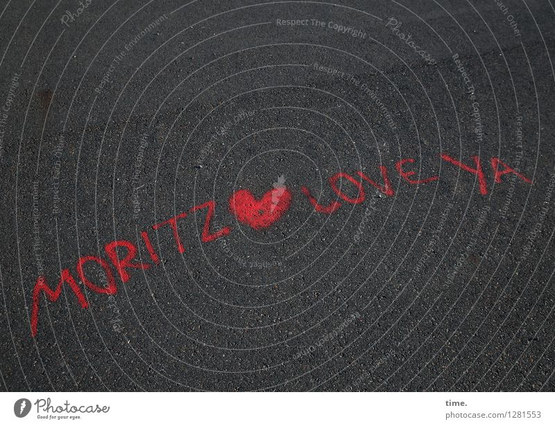 Love Statement Berlin Verkehr Verkehrswege Fahrradfahren Fußgänger Straße Wege & Pfade Teer alt Zeichen Schriftzeichen Graffiti authentisch Gefühle Leidenschaft