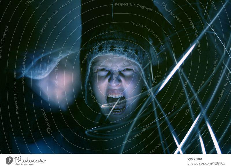 Geisterstunde III Ereignisse entdecken Licht Frau stehen Gedanke Langzeitbelichtung Nacht Zeit gruselig Gefühle wahrnehmen außergewöhnlich paranormal Schrecken