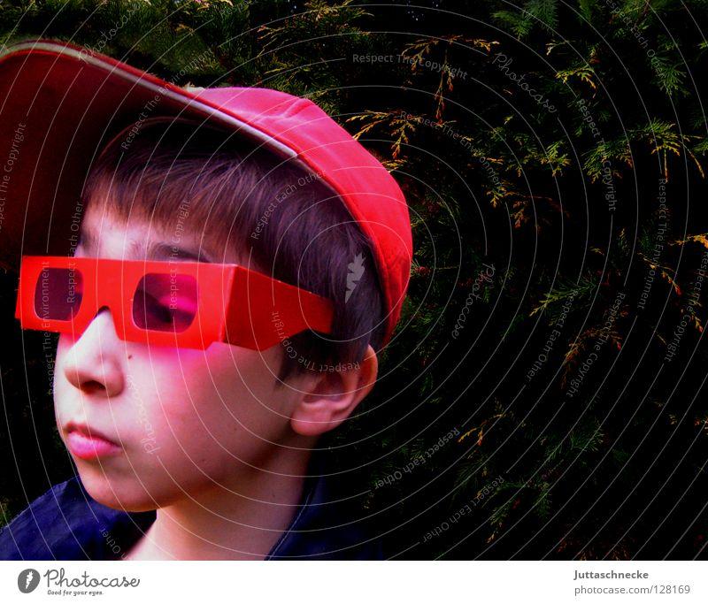 Superchecker rot Brille Sonnenbrille Porträt April Laune Kind Junge ernst Trauer Baseballmütze Mütze Helium skeptisch Langeweile Kommunizieren Schatten Wetter