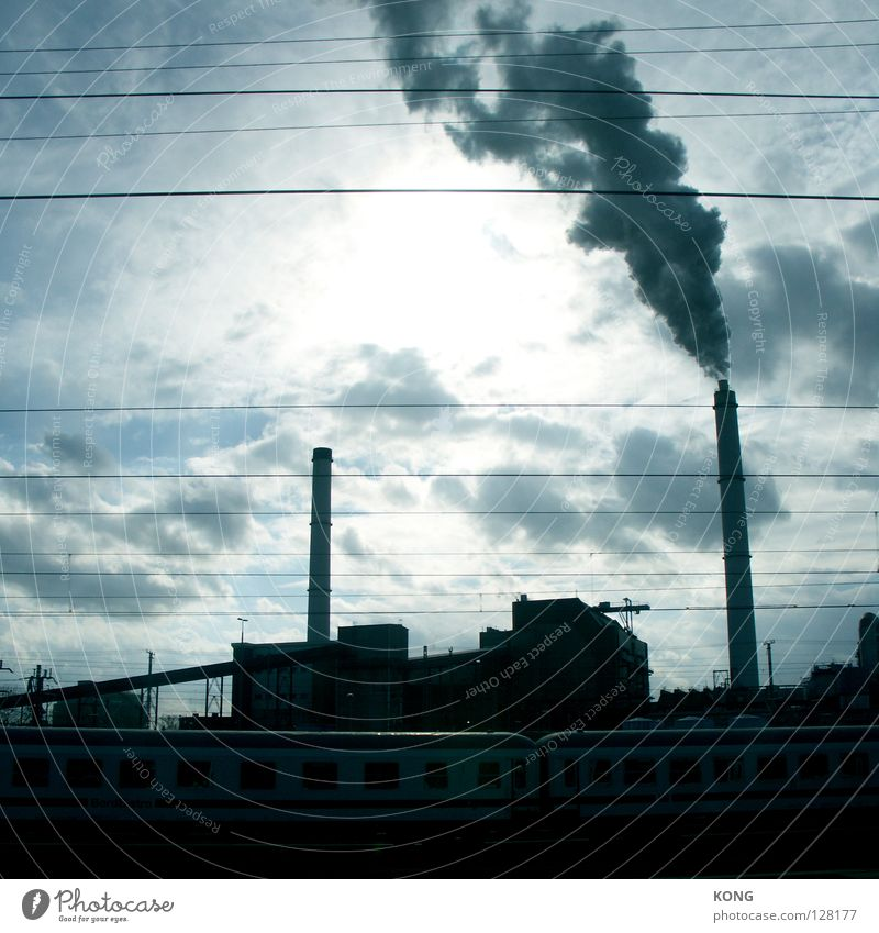 my daily moloch Himmel Sonne blau Wolken Berlin Linie hell 2 Eisenbahn Industrie Elektrizität Industriefotografie Fabrik Gleise Rauch Verkehrswege