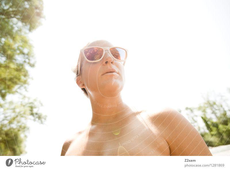 Isarchill Lifestyle Stil Sommer Sommerurlaub Sonne feminin Junge Frau Jugendliche 18-30 Jahre Erwachsene Schönes Wetter Baum Sträucher Bikini Piercing