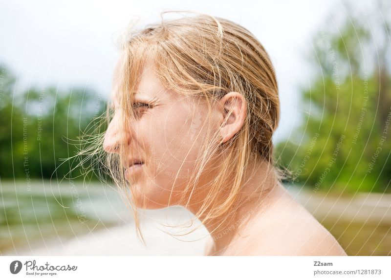 Isarchill Natur Jugendliche schön Sommer Junge Frau Sonne Erholung Landschaft ruhig 18-30 Jahre Erwachsene natürlich feminin Denken Haare & Frisuren Freiheit