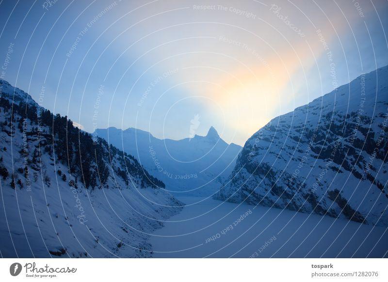 Winterlandschaft Schnee Winterurlaub Berge u. Gebirge Umwelt Natur Landschaft Himmel Sonnenlicht Klima Wetter Eis Frost Alpen Menschenleer Stausee Denken