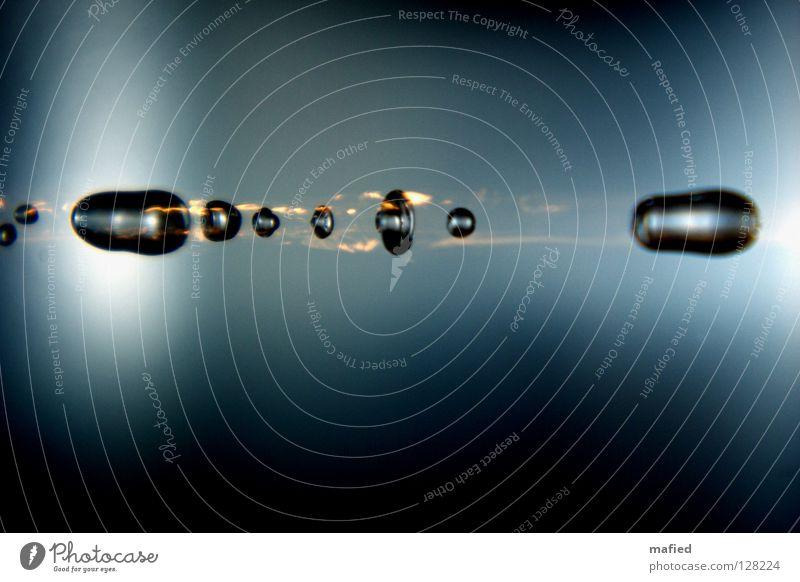 Eintritt in die Atmosphäre Wasser blau schwarz gelb grau Brand Wassertropfen Geschwindigkeit Rasen fallen Stahl Schwanz glühen Sternschnuppe Komet Reibung