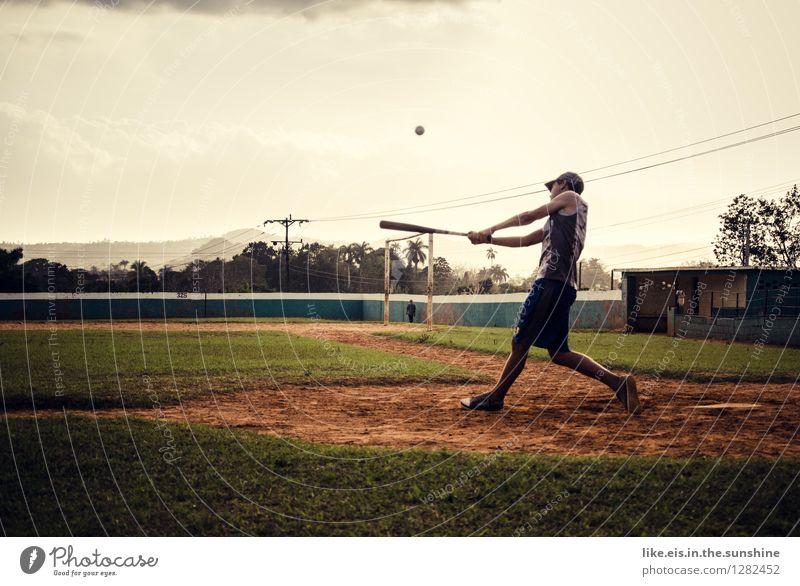 Neulich in Kuba..... Freude sportlich Fitness Freizeit & Hobby Ferien & Urlaub & Reisen Sport-Training Ballsport Fußballplatz Stadion maskulin Junger Mann