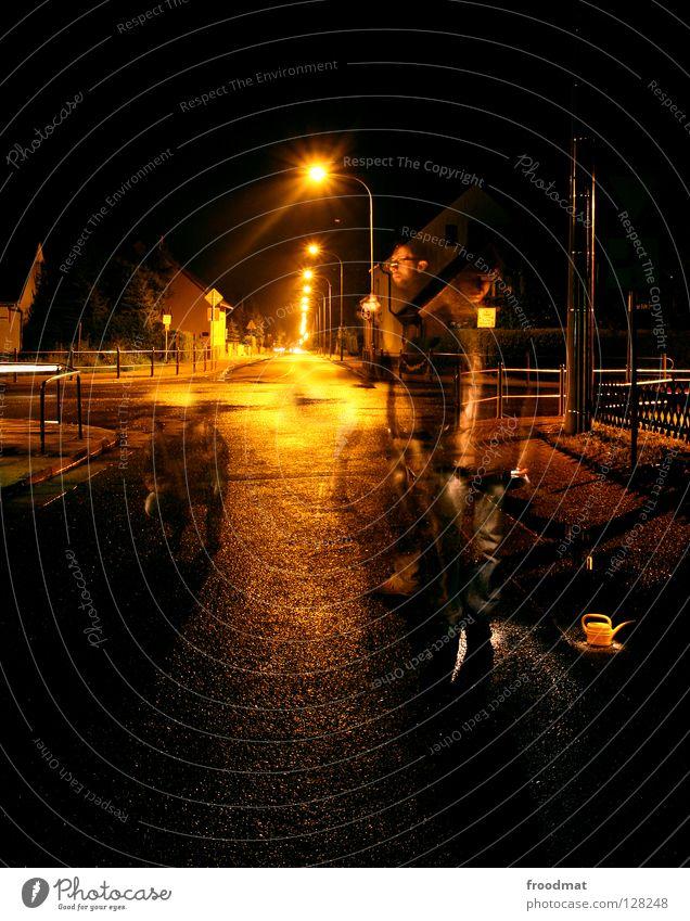 street art Schichtarbeit Langzeitbelichtung Deutschland Kannen Gießkanne Asphalt Straßenkunst Geister u. Gespenster Unfall gruselig Stimmung Nacht dunkel Lampe