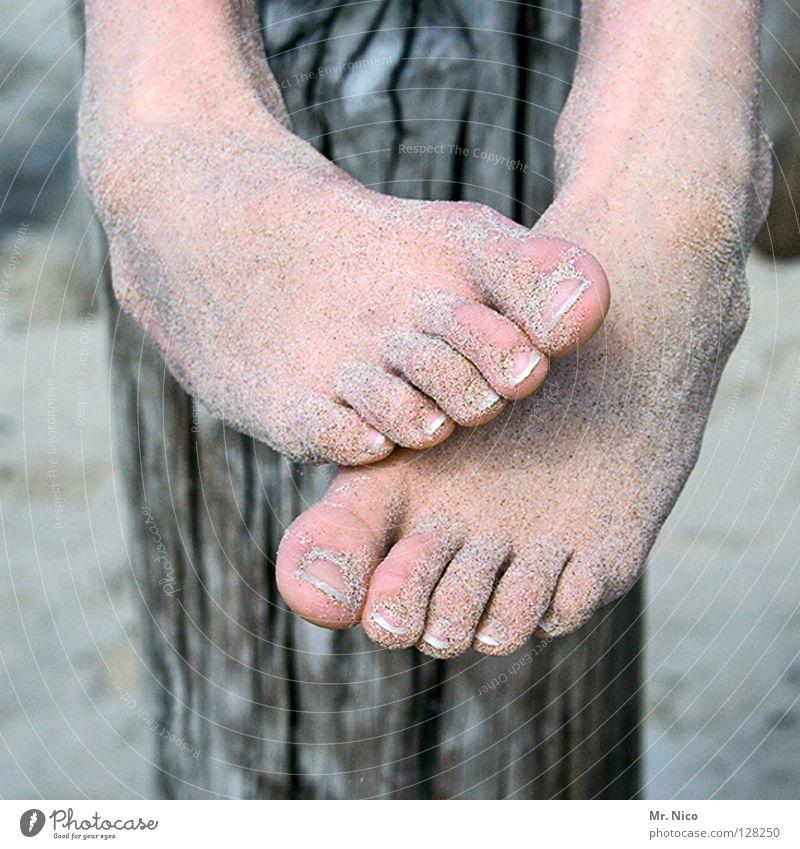im Sand verlaufen Mensch Ferien & Urlaub & Reisen Strand Erholung Fuß Gesundheit Freizeit & Hobby Haut weich hängen Barfuß Zehen Pfosten rau Maserung