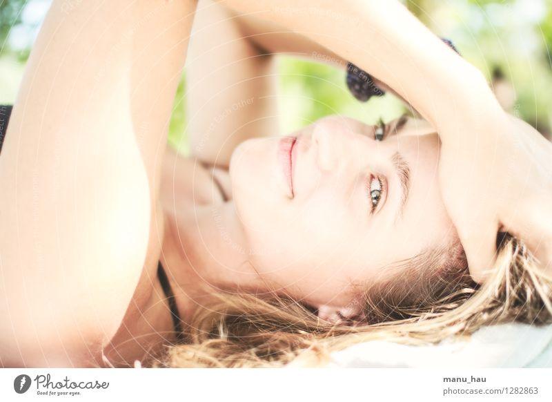 Summer ChillOut Mensch Frau Ferien & Urlaub & Reisen Jugendliche schön Sommer Junge Frau Sonne Erholung ruhig Freude 18-30 Jahre Gesicht Erwachsene Auge Leben