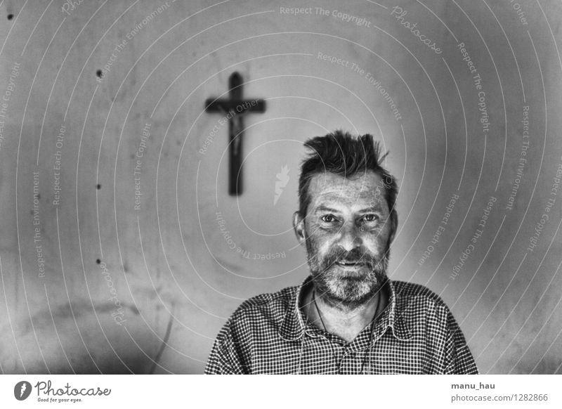 Glaube Glück sparen Arbeitslosigkeit Ruhestand Mensch maskulin Mann Erwachsene Vater Kopf Gesicht 1 45-60 Jahre Zeichen Kreuz Gefühle Laster Hoffnung