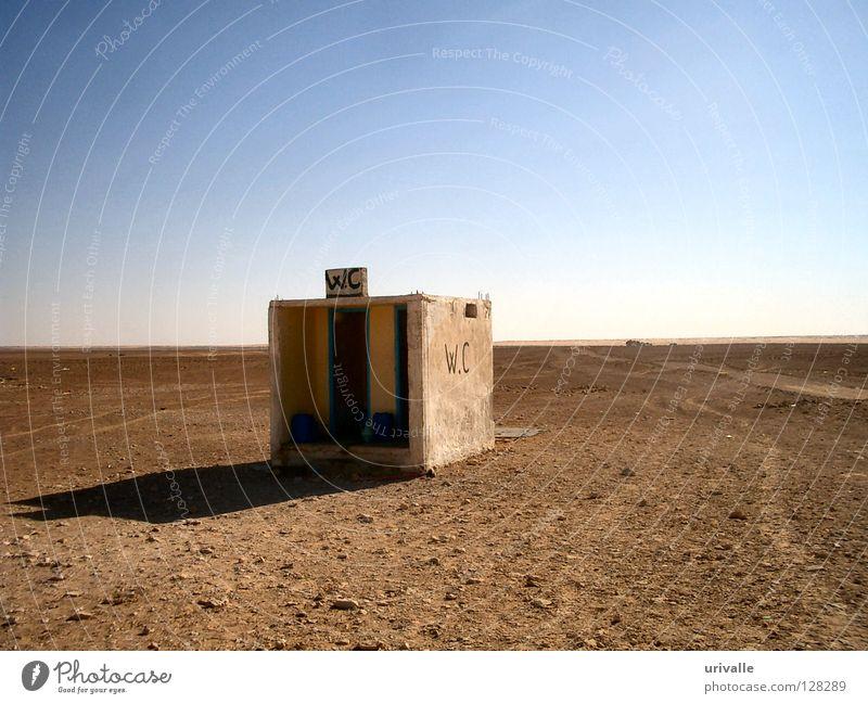 WC in desert Himmel Sand Wind Wüste Wut Toilette verfallen Ärger