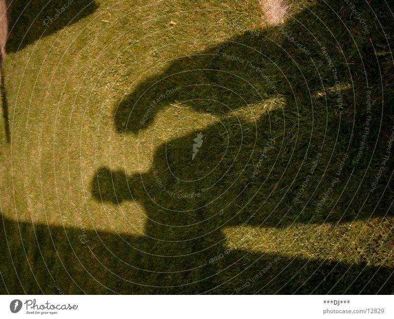 Grasschatten -1- Mann Sonne grün dunkel Gras hell