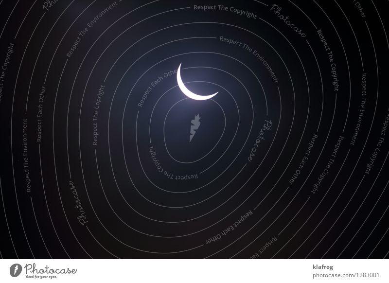 Versteckspiel der Gestirne v1 Himmel weiß Sonne Einsamkeit Ferne schwarz Zeit Stimmung Horizont Kraft ästhetisch Beginn groß beobachten bedrohlich einzigartig