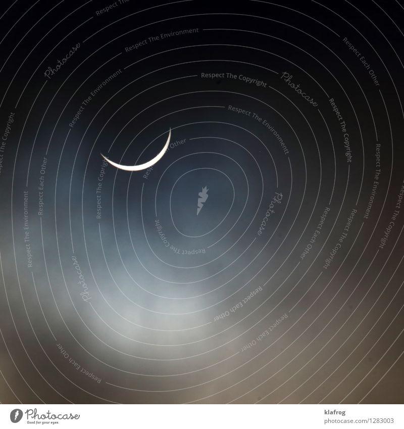 Versteckspiel der Gestirne v4 Umwelt Natur Luft Wassertropfen Himmel nur Himmel Wolken Sonnenlicht Mond Vollmond schlechtes Wetter Nebel Menschenleer gigantisch