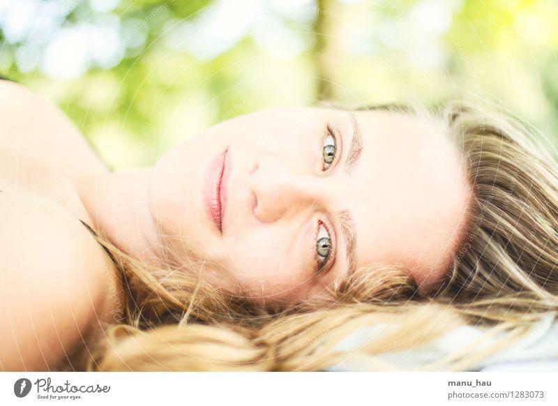 Summer feelings Mensch Ferien & Urlaub & Reisen Jugendliche schön Sommer Junge Frau Sonne ruhig Freude 18-30 Jahre Gesicht Erwachsene Leben feminin Glück
