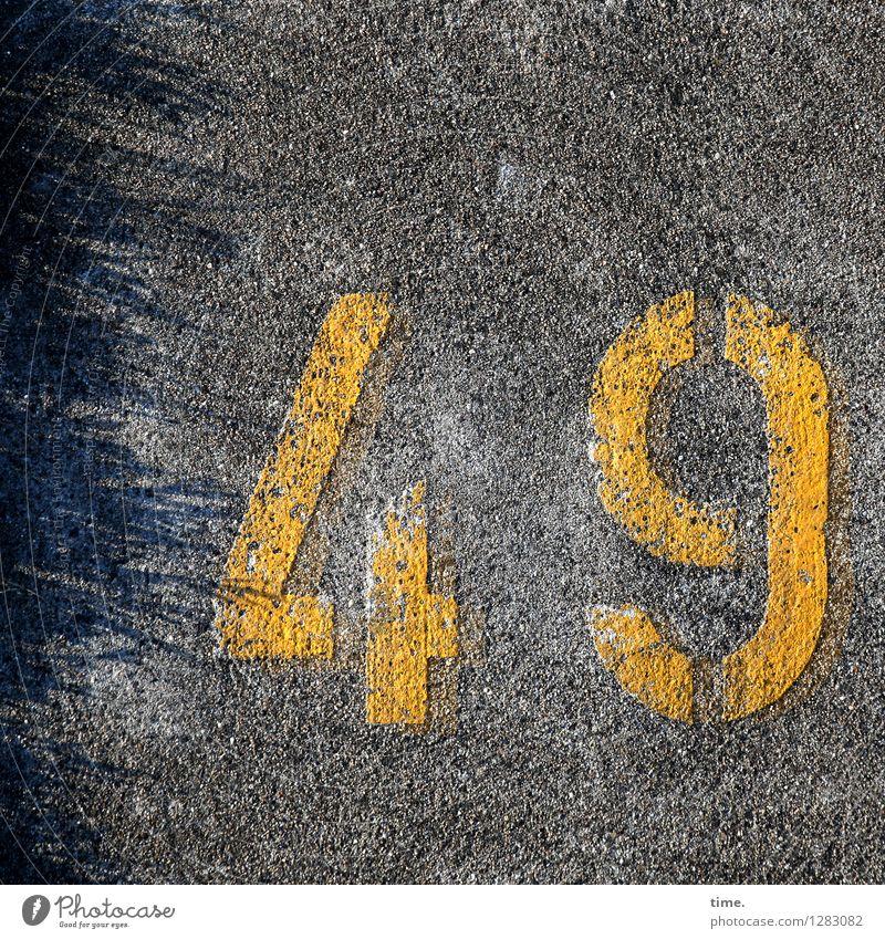 künstlich | appliziert Straße Wege & Pfade Asphalt Farbe Ziffern & Zahlen Schilder & Markierungen beweglich Ausdauer Ordnungsliebe Erschöpfung Nervosität Stress