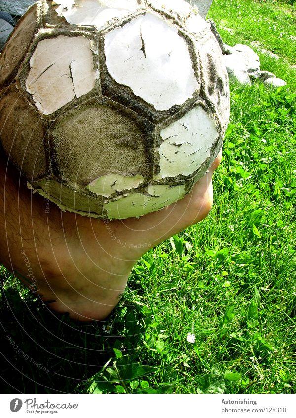 Lerderhaut alt Freude Sport Spielen Gras Fuß Beine Fußball Haut Ball Leder Zehen