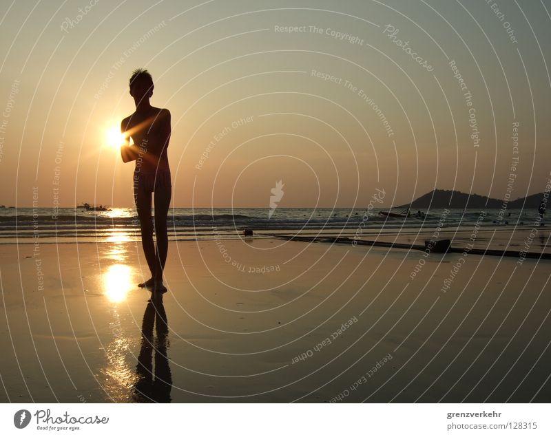 Sonnenstütze Abend Reflexion & Spiegelung Erholung Schwimmen & Baden Ferien & Urlaub & Reisen Sommer Strand Insel Mann Erwachsene Sand Wasser Wärme Küste