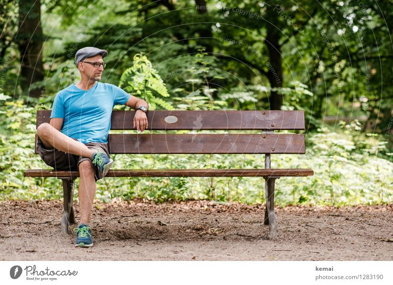 0815 AST | Warteraum Mensch Natur Mann blau Pflanze grün Sommer Baum Hand ruhig Wald Erwachsene Umwelt Leben Beine Lifestyle