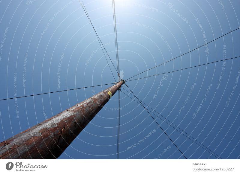 Kreuzung Technik & Technologie Energiewirtschaft Energiekrise Kabel Elektrizität Wolkenloser Himmel Strommast Dienstleistungsgewerbe Farbfoto Außenaufnahme