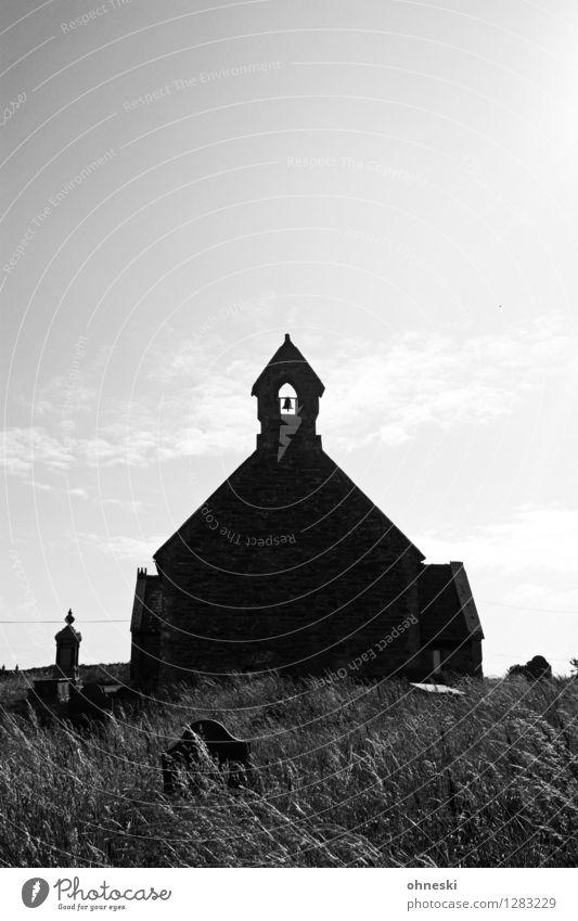 High Noon Dorf Kirche Bauwerk Architektur Mauer Wand Trauer geheimnisvoll Glaube Religion & Glaube Tod gruselig Horrorfilm Halloween Western Schwarzweißfoto