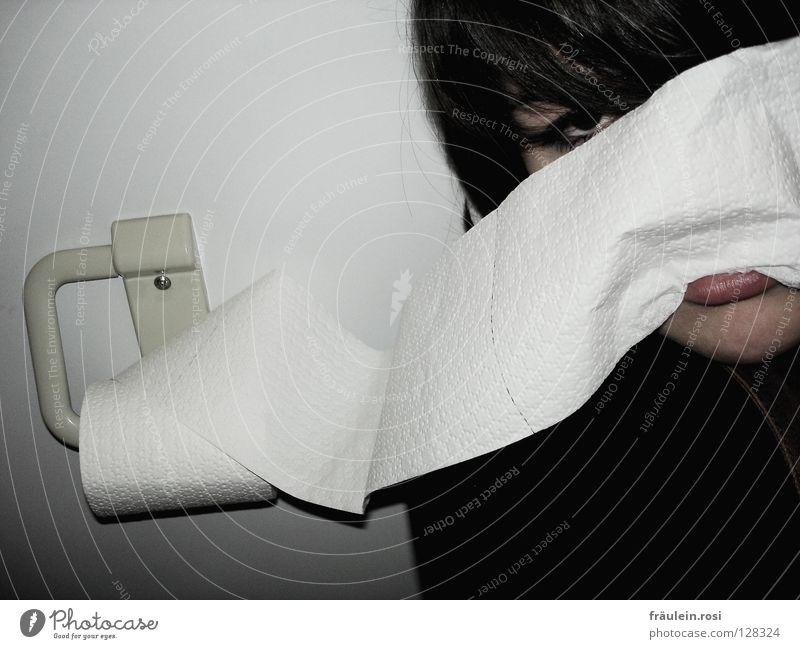 shadow of the day Jugendliche dunkel Traurigkeit leer Trauer Toilette Verzweiflung anlehnen Gleichgültigkeit planlos Toilettenpapier Schwarze Löcher
