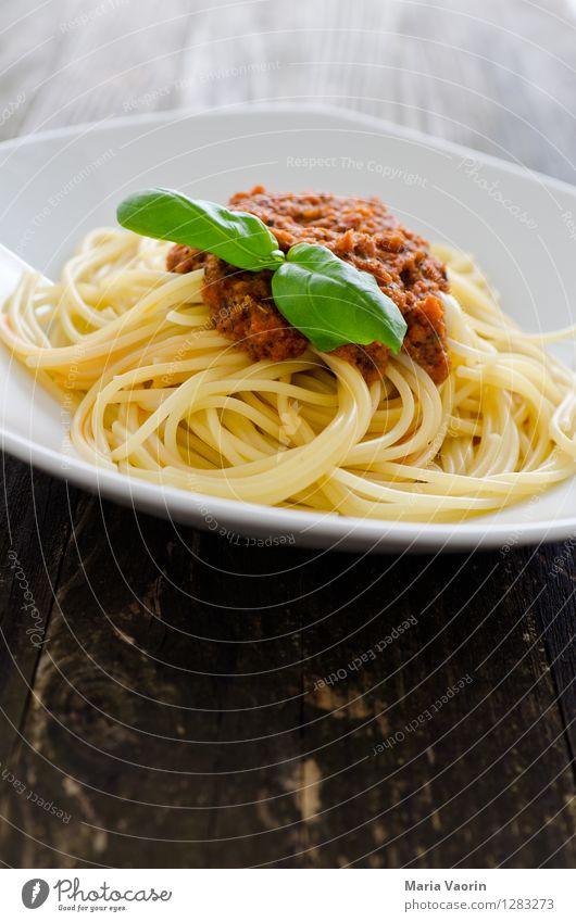 Tomatenpesto 3 Lebensmittel Ernährung Mittagessen Vegetarische Ernährung Slowfood Italienische Küche Teller lecker rot Pesto Basilikum Nudeln selbstgemacht