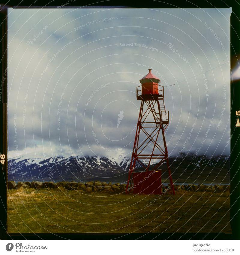 Island Umwelt Natur Landschaft Himmel Wolken Klima Berge u. Gebirge Schneebedeckte Gipfel Küste Fjord Fischerdorf Hafen Turm Leuchtturm Schifffahrt kalt